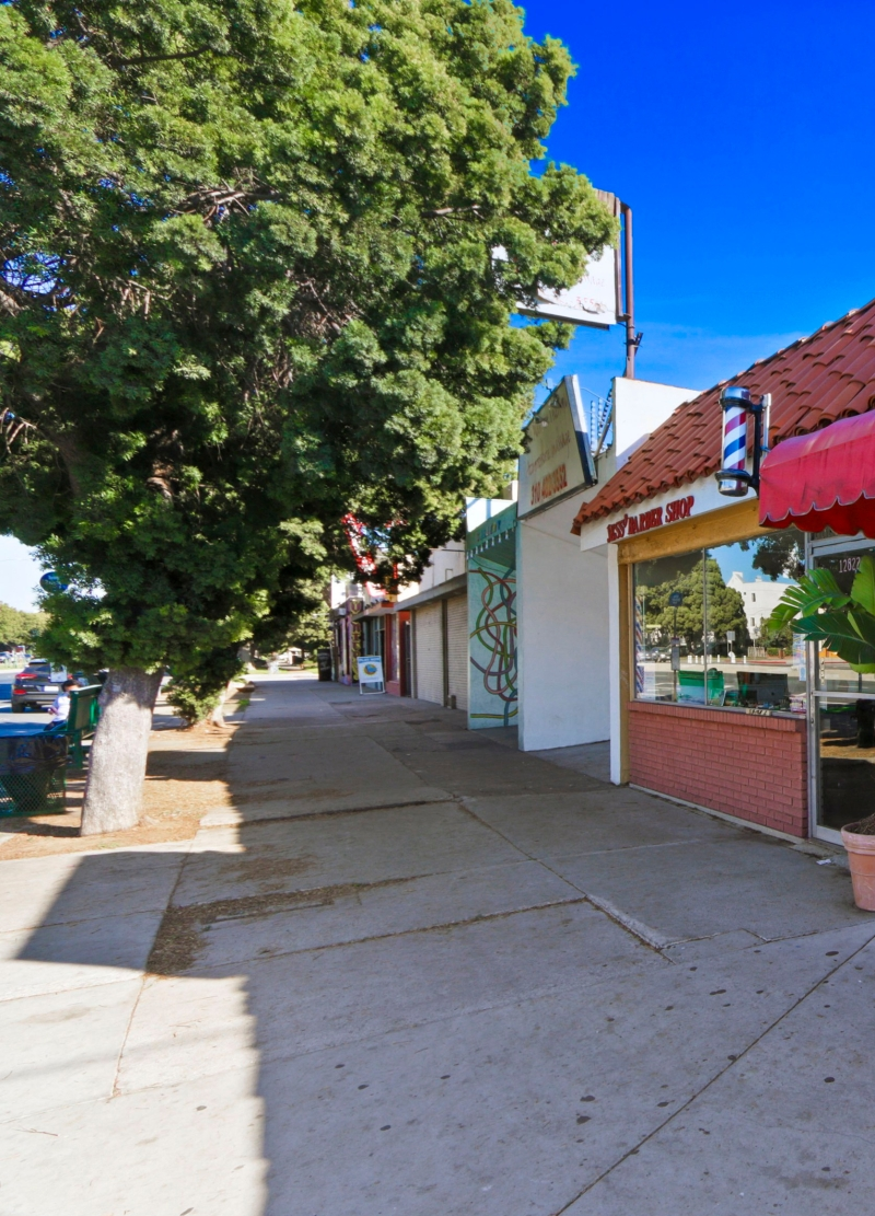 For Sale in Los Angeles – Commercial Retail Building Along Venice Boulevard