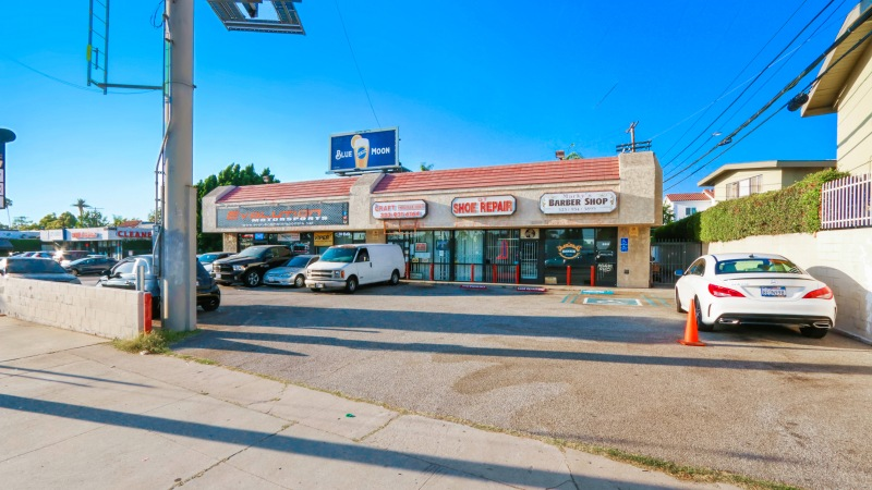For Sale or Lease | Rare Retail Center along San Vicente Blvd (Mid-Wilshire/Miracle Mile)